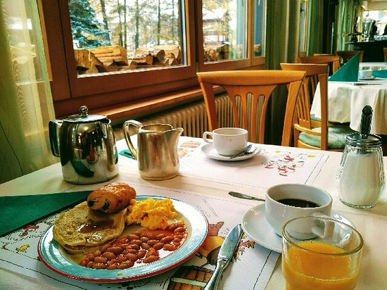 Hotel Bristol: Good breakfast selection and a comfortable dining room