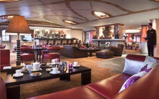 Hotel Manali : salon et bar