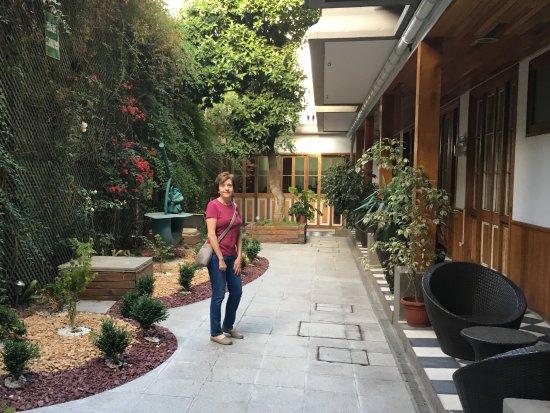 Hotel Loreto: Couryard