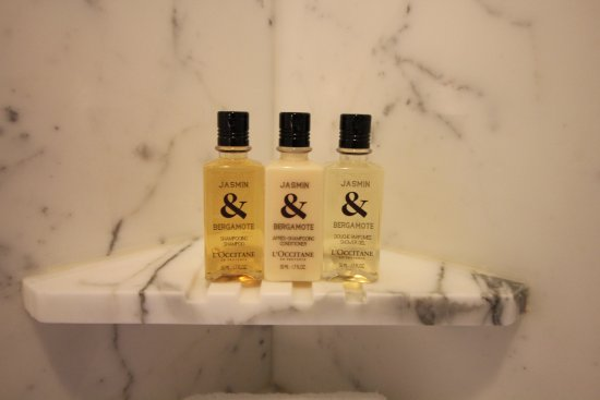 Shangri-La Hotel, Vancouver: Great bath products