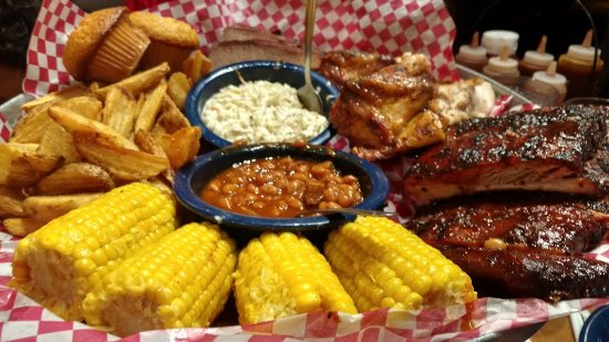 Famous Dave's: the platter