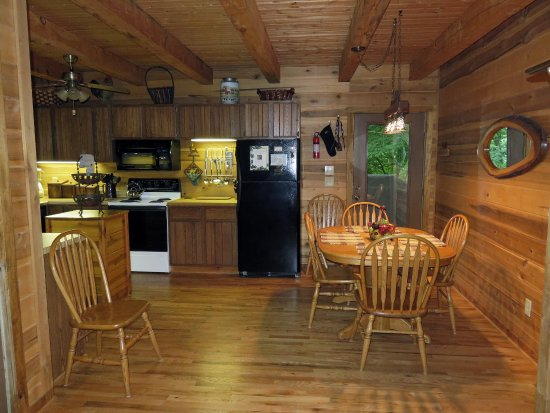 Lake Toxaway, Carolina do Norte: Deer Lodge Dining area, table extension to seat 6