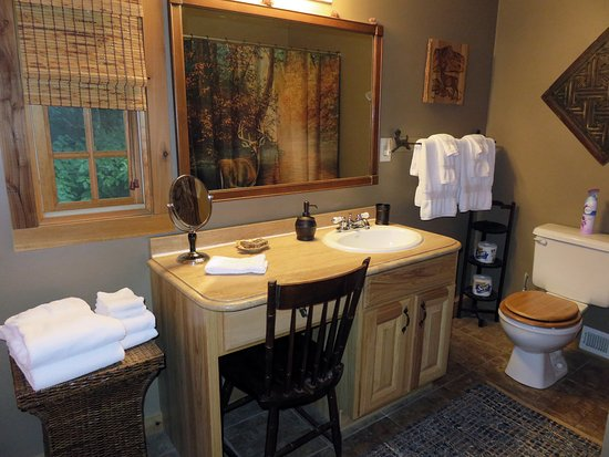 Lake Toxaway, Karolina Północna: Deer Lodge Cabin Upper Bathroom