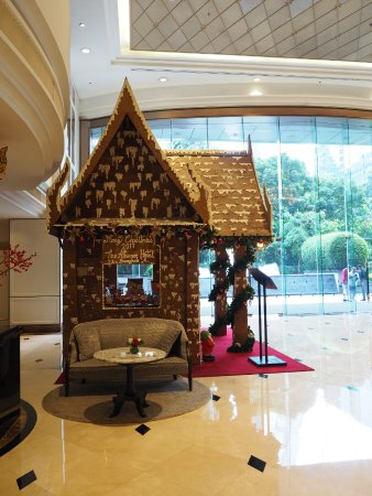 The Athenee Hotel, a Luxury Collection Hotel: Life-sized gingerbread house
