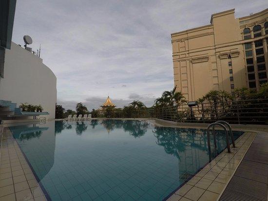 Riverside Majestic Hotel: Swimming pool