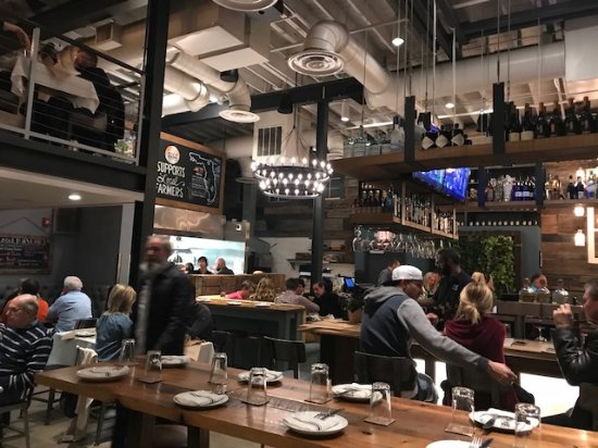 Boca Kitchen Bar And Market: Industrial Decor