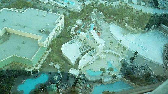 Four Seasons Hotel Las Vegas: Vista de las piletas