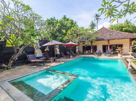 Pool - Picture of Hotel Melamun, Singaraja - Tripadvisor