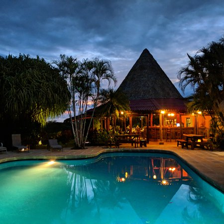 Playa Junquillal, Costa Rica: pool, bar and dining