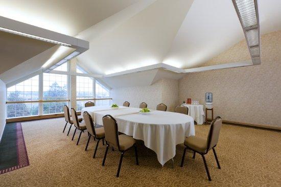 Rooms amp Suites  Sheraton Sonoma County  Petaluma