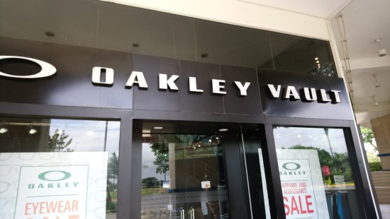 Santa Rosa, Filipinas: Oakley Shop