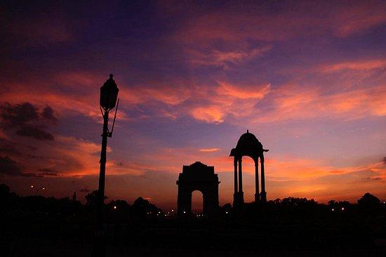 Shilute isawaiting at India Gate ,New Delhi