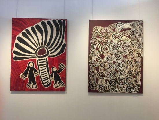 ‪‪Alice Springs‬, أستراليا: Paintings by Linda Napaltjarri Syddick and Wentja Morgan Napaltjarri‬