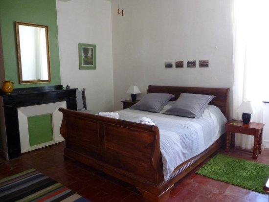 La chambre rouge - Picture of l\'Olivier, Salleles-d\'Aude - TripAdvisor