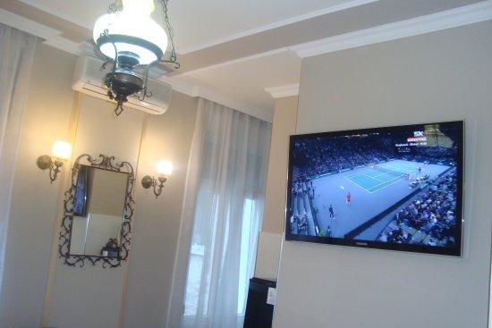 Flat TV in double room with en suite bathroom