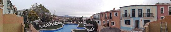 Pueblo Acantilado Suites: Foto panoramica desde la habitacion de parte del complejo