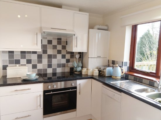 Ashwater, UK: The self-catering kitchens have all you should need to cook during your stay