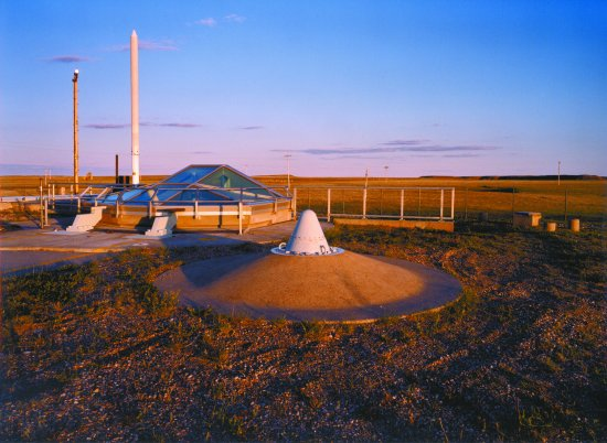 Wall, SD: View of the UHF receiver in front of the silo at Delta-09
