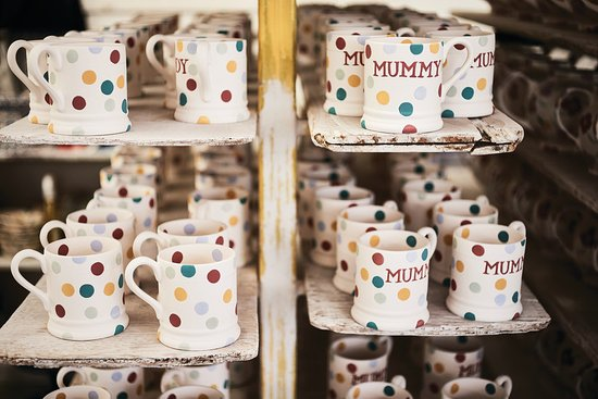 Стоук-он-Трент, UK: See behind the scenes where all Emma Bridgewater pottery is made and decorated by hand.Stoke-on-