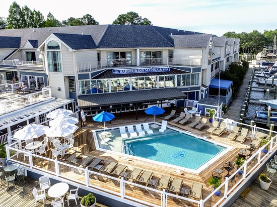 St. Michaels Harbour Inn, Marina & Spa : Our newly renovated pool area is a hot spot all summer long!