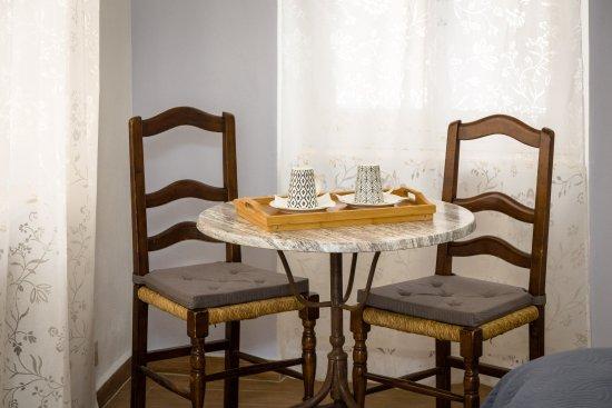 Bosio, Italie : Angolo per il tè o per lavorare - Stanza tripla Marta