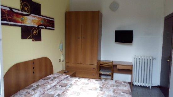 Bagno In Comune Hotel : Camera matrimoniale con bagno in comune foto di hotel tirreno