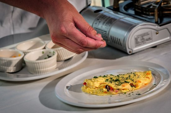 St. Michaels Harbour Inn, Marina & Spa : Daily breakfast + chef-prepared omelets are provided with your stay!