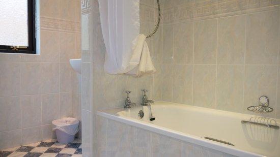 Kilconquhar, UK: 4 Bedroom Villa Bathroom