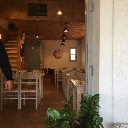 Emporio, Grecia: Το ένα φαγητό πιο νόστιμο από το άλλο!!! Ο χώρος υπέροχος και η εξυπηρετηση άμεση!!! Και το γλυκ