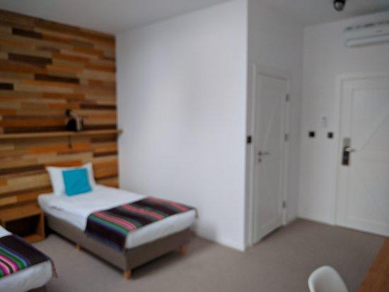 Wnętrze Pokoju Drzwi Do łazienki I Na Zewnątrz Picture