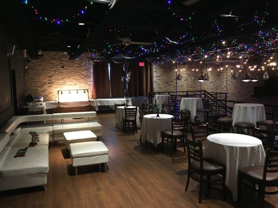 Libertyville, IL: Private party rooms available!