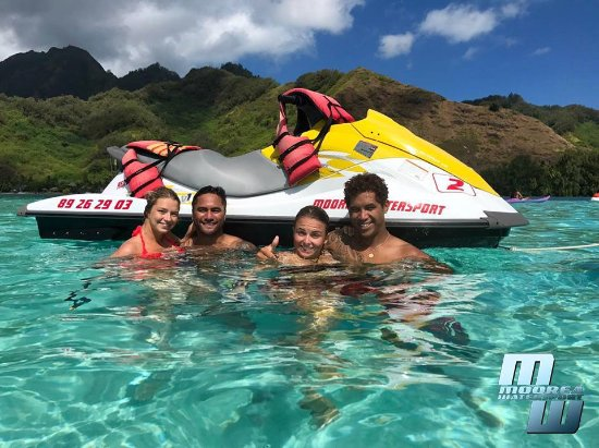 Vaiare, French Polynesia: jet ski moorea