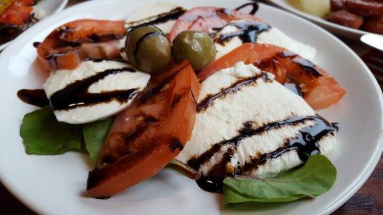 Salada Caprese (tomato and mozzarella)
