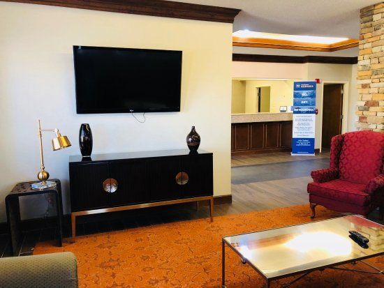 Byron, GA: Relax in our Lobby Area