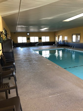Byron, GA: Relax in our Indoor Pool and Heated Hot Tub! Open Late!