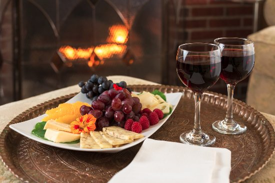 Addison, Пенсильвания: Cheese and fruit tray by the fireplace or in the yard