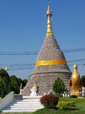 Lat Lum Kaeo, Tailandia: วัดเจดีย์หอย