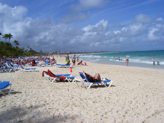 Occidental Caribe: Gorgeous sand, great surf, chair side drink service