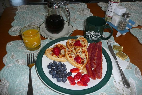 Inn The Gardens B&B: Breakfast