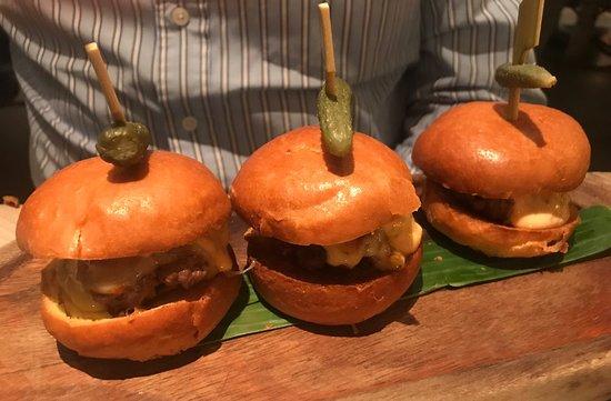 Hale, UK: Mini burgers