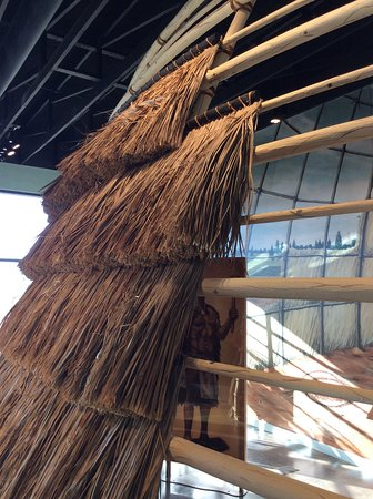 Caddo Mounds State Historic Site: Display showing attachment of grass bundles to wooden hut framework
