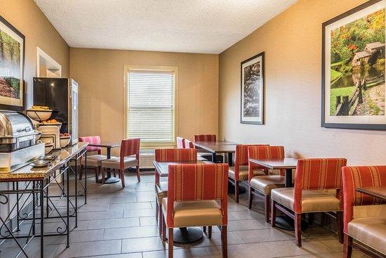 Comfort Inn: Join us for Breakfast