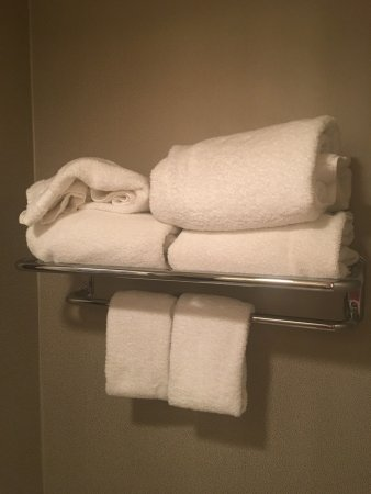Omni Mandalay Hotel at Las Colinas: Towel arrangement when I first checked in