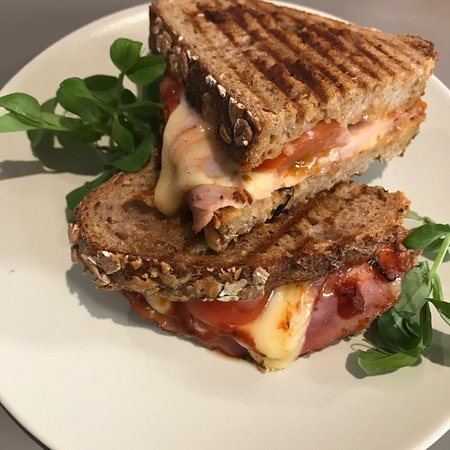 Toastie with ham, cheese and cherry tomatoes