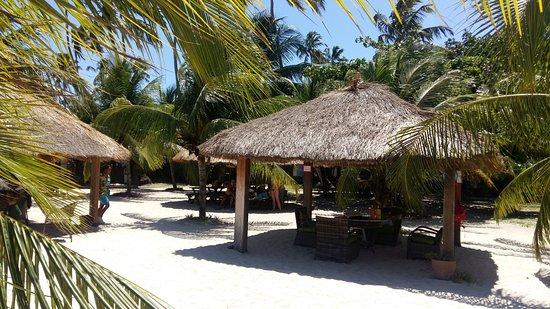 Praia dos Carneiros, PE : quiosques em frente à praia para os hospedes