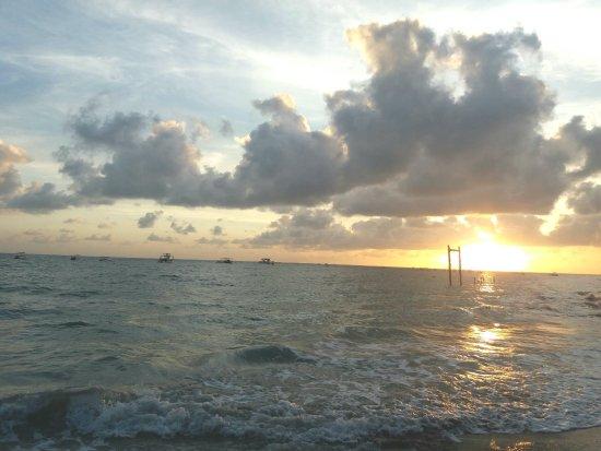 Praia dos Carneiros, PE : nascer do sol em Carneiros