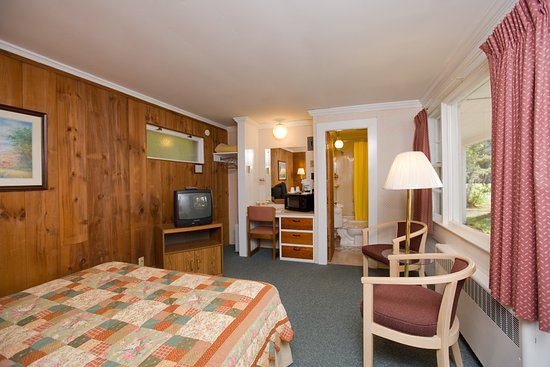 Bartlett, NH: Our motel units have one queen or one king.  Cot can be added for a third person.