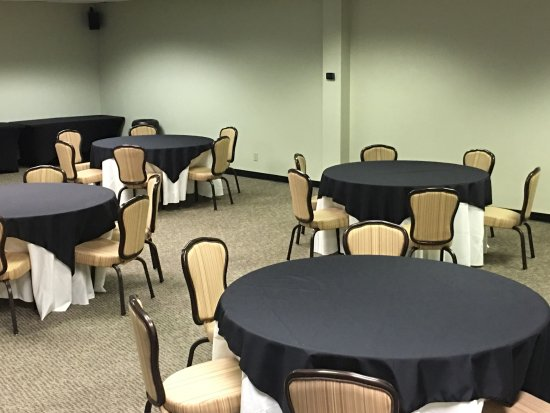 Farmers Branch, TX: Tables, chairs, linens, audio/video, WiFi included with an hourly rate.