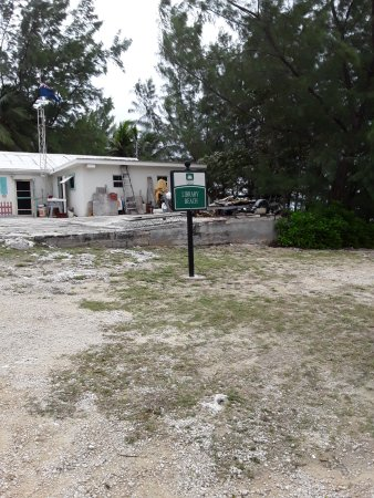 East End, Grand Cayman: Houses on either side
