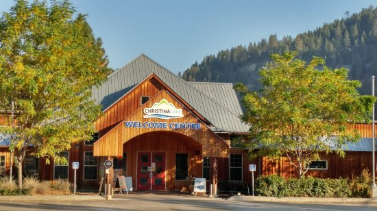 Christina Lake, Canada: Morning sun on The Welcome Centre